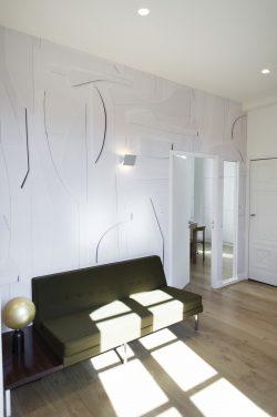 Canapé dans hall by Dominique CHA